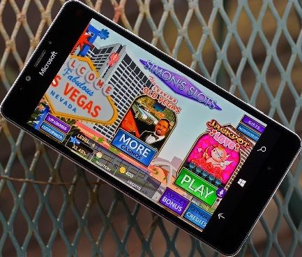 Can gamblers play real money slots on windows device?