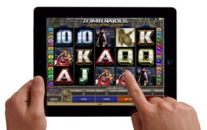 What are the pros and cons of playing slots via mobile?